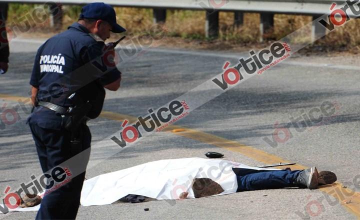 Muere motorista tras ser arrastrado por camioneta; le robaron su cangurera
