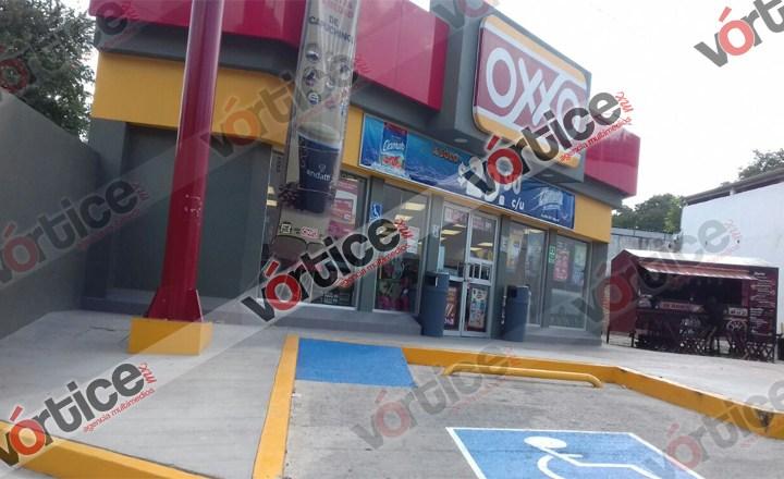 Roban dos tiendas OXXO en menos de 24 horas