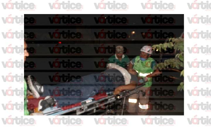 Acelerado taxista arrolla a motociclista en el Libramiento Sur