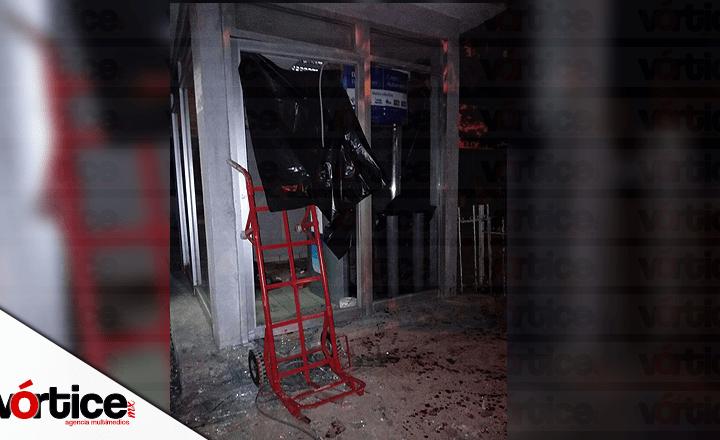 Amarran a vigilante y sustraen cajero automático en Tuxtla