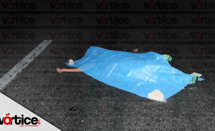 Atropellan a joven y pierde la vida; una camioneta le destrozó la cintura