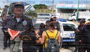 Jovencita moviliza a las autoridades; policía de la SSyPC arremete contra la prensa