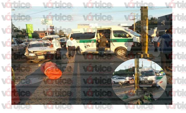 Trabajadores del volante colisionan y dejan a cuatro personas lesionadas