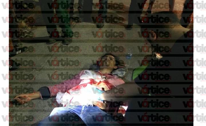 Navajean a joven en asalto en Tuxtla; la herida le causó exposición de vísceras
