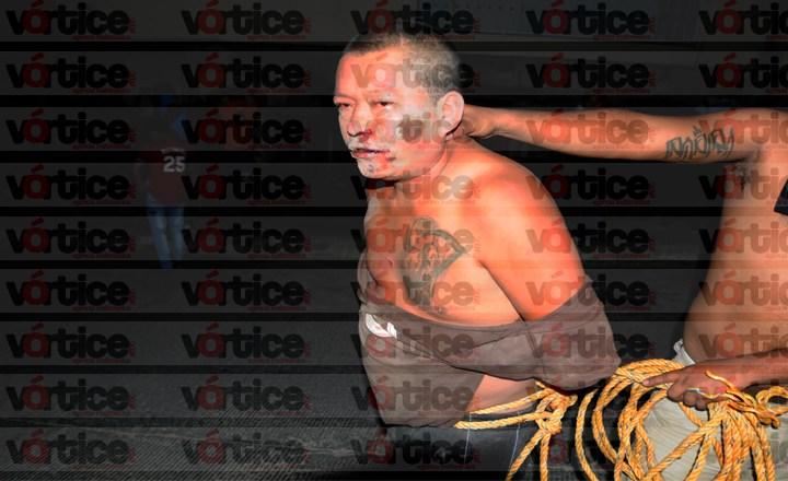 Casi linchan a presunto ladrón; policías logran salvarlo
