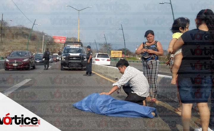 Muere joven tras salir proyectado de la góndola de una camioneta