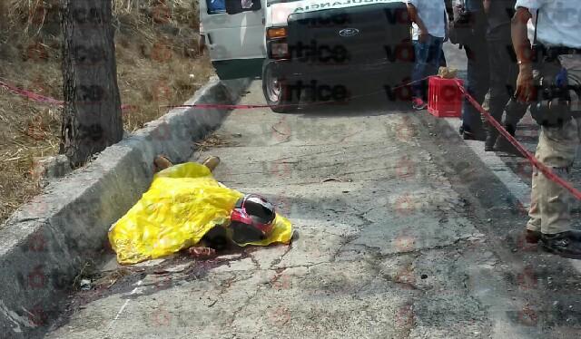 Muere motociclista tras chocar de cabeza contra un árbol en Tuxtla