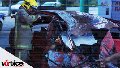 Mueren dos colectiveros de la Ruta 40 tras chocar contra una pilastra en Chiapa de Corzo