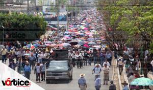 Encabeza CNTE megamarcha en Chiapas; encapuchados ajenos al movimiento causan destrozos