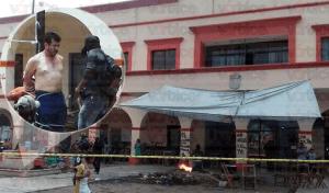 Manifestantes amarran a exalcalde de Frontera Comalapa