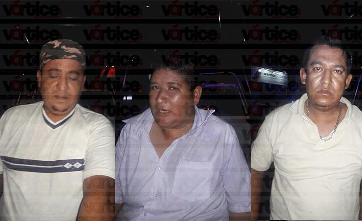 Arrojan a joven desnuda de un taxi en Tuxtla; hay tres detenidos