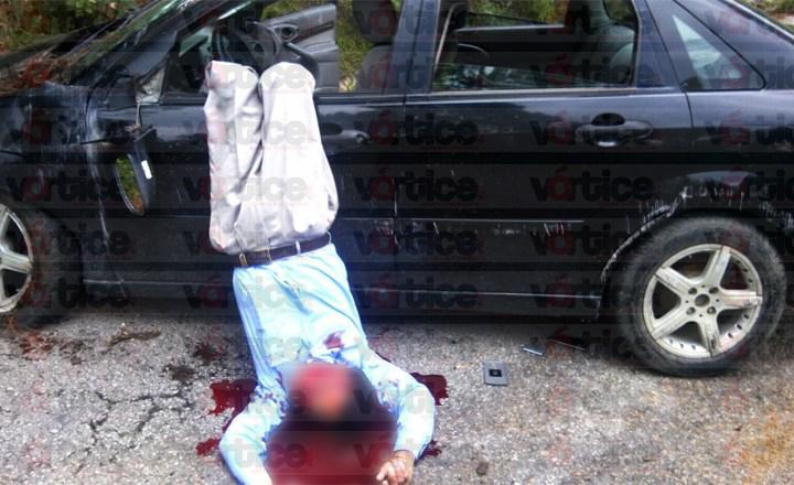 Muere sexagenario en fatal volcadura