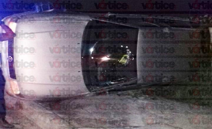 Aparatosa volcadura en Tuxtla causa movilización policiaca