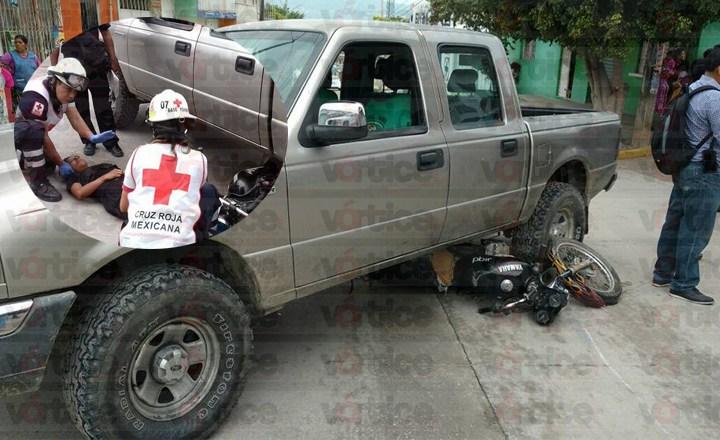 Quedaron debajo de una camioneta tras ser atropellados