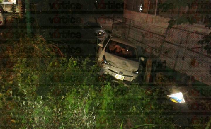 Perdió el control de su vehículo y cayó al fondo de un barranco