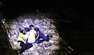 Jóvenes caen desde un puente al río Sabinal, en Terán