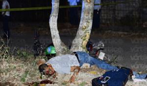 Muere motociclista tras chocar contra un árbol; manejaba ebrio y sin casco
