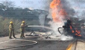 Vuelca pesada unidad y arde en llamas en Ocozocoautla