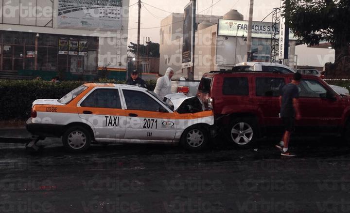 Muere taxista tras impactarse contra una Jeep en Tuxtla