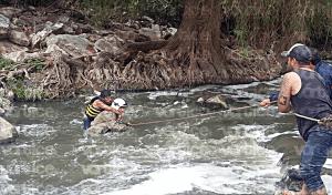 Salvan a joven de morirse por hipotermia tras caer al río Sabinal