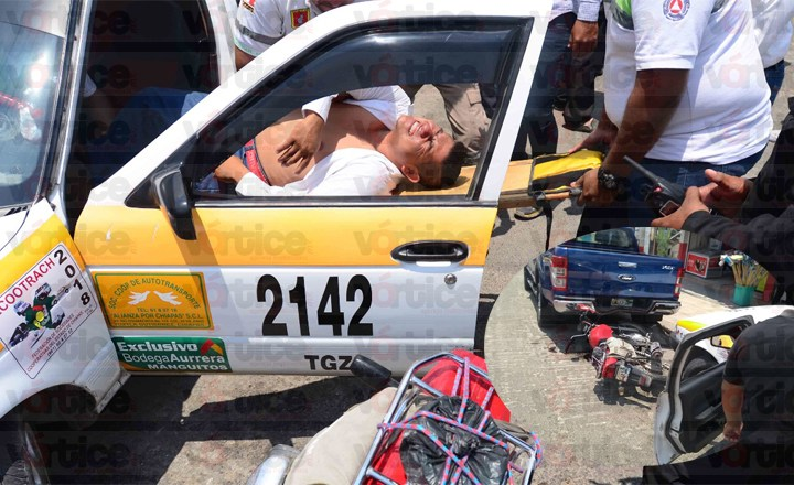 Acelerado taxista provoca una colisión múltiple; hay cuatro heridos