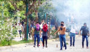 Enfrentamiento entre grupo de antimotines y normalistas deja 5 heridos
