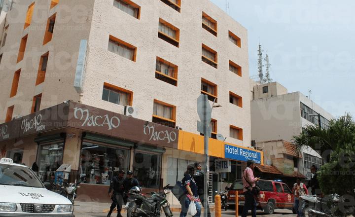 ¡Suicidio! Joven se arroja del domo de un hotel en Tuxtla