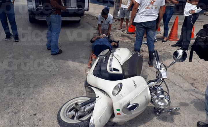 Embisten a motociclista en Tuxtla y termina en el hospital