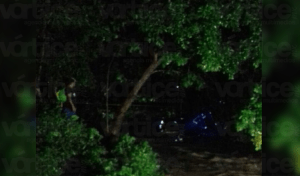 Mueren 4 pasajeros tras ser arrastrados por la corriente de un río