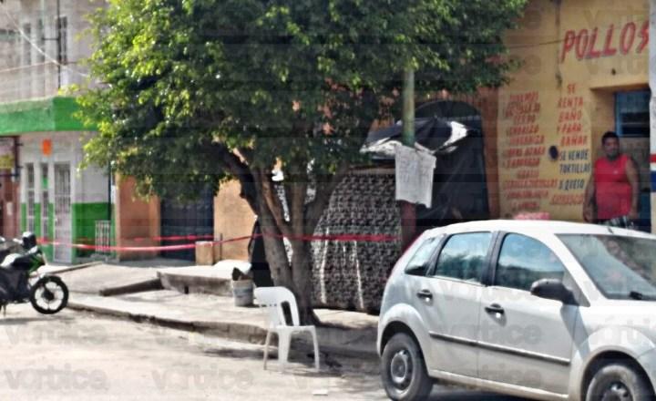 Localizan muerto a un acomodador de autos en plena vía pública en Tuxtla