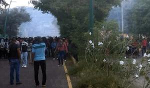 Se enfrentan policías y estudiantes Normal Rural Mactumactzá