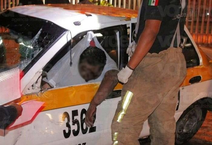 Muere taxista tuxtleco tras chocar contra la guarnición