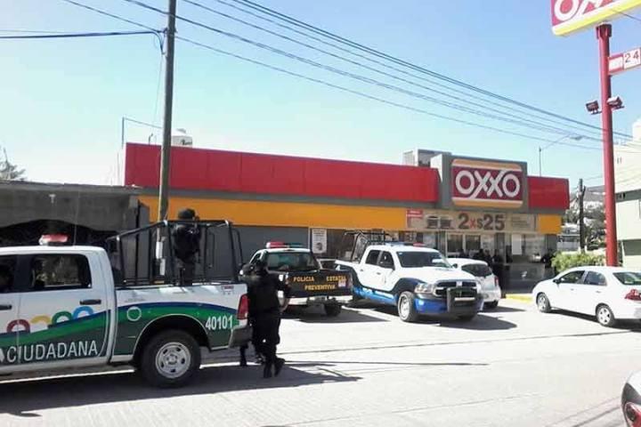 Asaltan con violencia y a plena luz del día una tienda OXXO