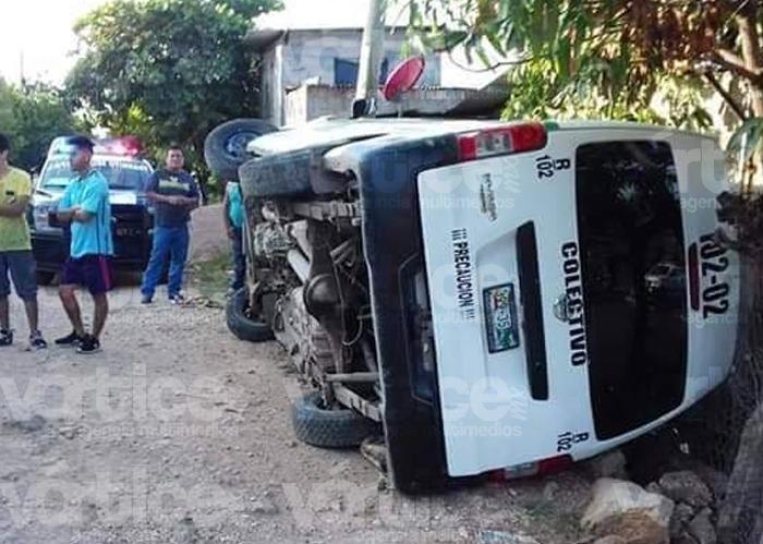 Vuelca colectivo de Tuxtla y siete pasajeros resultan heridos