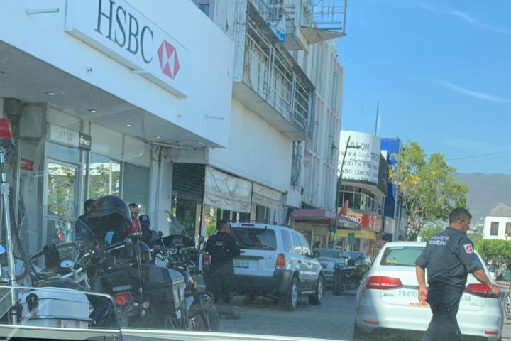 Asaltan banco HSBC en plena zona centro