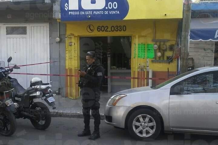 Ladrones abren fuego para amedrentar a su víctima y asaltarlo
