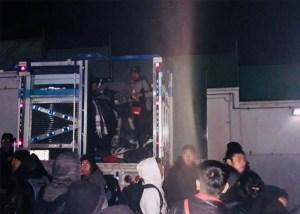 Rescatan a 84 migrantes en Tuxtla y detienen a presuntos 'polleros'