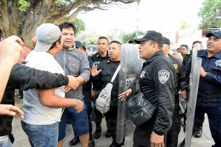 Se enfrentan policías con civiles para impedir linchamiento en Tuxtla