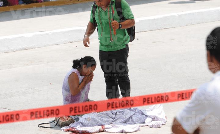 Camión aplasta y mata a menor en Tuxtla; se soltó de su madre