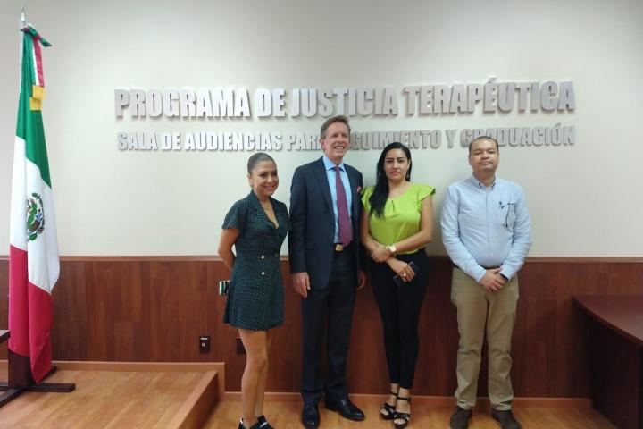 Visitan funcionarios de la Embajada de EU Sala de Prácticas de Juicios Orales de la FGE