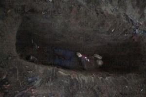 Hallan cadáver de joven enterrado en una fosa clandestina en Tuzantán
