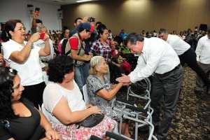 Lleva Rutilio Escandón apoyos de maternidad y sillas de ruedas a habitantes del Soconusco