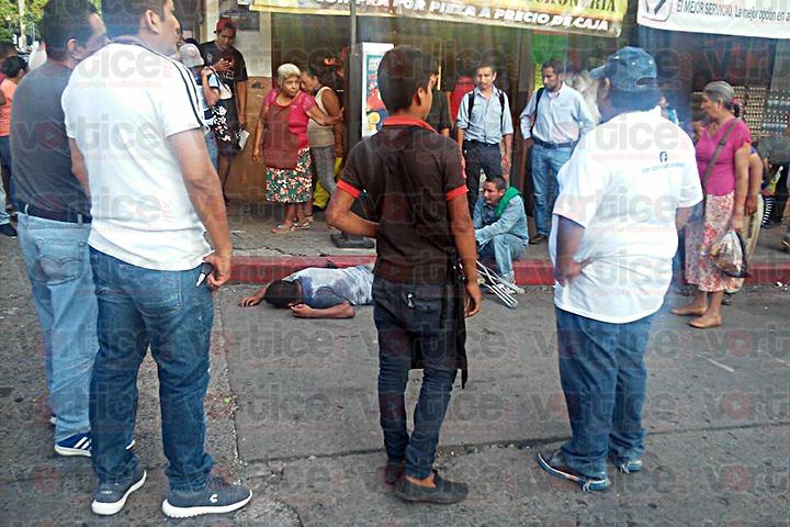 Casi degüellan a joven durante asalto en Tuxtla