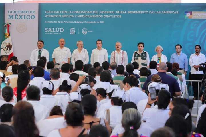 Acompaña Rutilio Escandón al presidente AMLO en recorrido a hospital de Benemérito de Las Américas