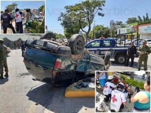 Espectacular volcadura deja 11 heridos