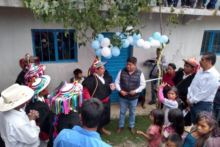 Titular de Sedespi inaugura obras de mejoramiento de viviendas en  Larráinzar