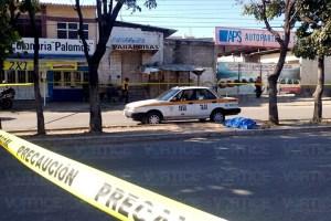 Muere taxista en pleno camellón; se estacionó para evitar una tragedia