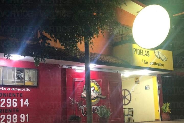 Hombres armados asaltan Quesadillas El Güero y a clientes