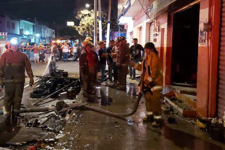 Arde refaccionaria de motos en Tuxtla