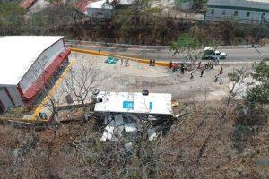 Vuelca unidad pesada en la carretera a Chicoasén